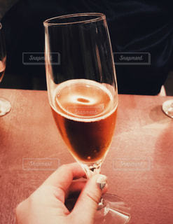 飲み物,結婚式,指,テーブル,人,グラス,乾杯,ドリンク,ウェルカムドリンク,手元,スパークリング