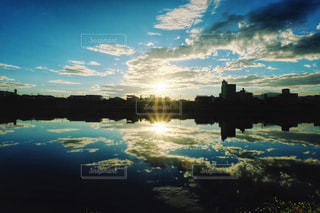 風景,空,屋外,太陽,朝日,雲,青,水面,反射,シルエット,光,朝陽,クラウド
