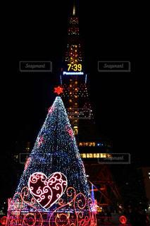 クロック タワーは夜ライトアップ - No.895157