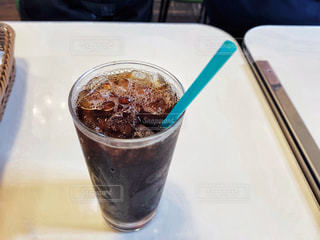 飲み物,カフェ,インテリア,夏,アイスコーヒー,水,水滴,氷,ガラス,コップ,ストロー,食器,グラス,ドリンク,冷たい,ライフスタイル,ブラックコーヒー,たっぷり,冷えた,冷え冷え,ソフトドリンク,冷コー,レイコー,キンキン