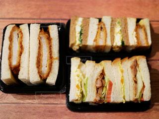 食べ物,飲み物,サンドウィッチ,料理,美味しい,カツ,出前,お肉,宅配,テイクアウト,ファストフード,ボリューム,カツサンド,惣菜パン,ロースかつ,調理パン,ボリューミー,デリバリー,お持ち帰り,かつサンド