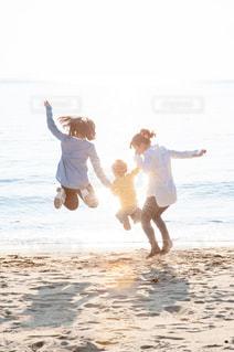 輝く母と子供達 - No.718153