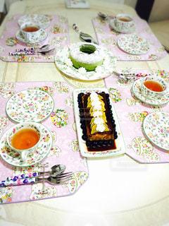 手作りケーキでアフタヌーンティーの写真・画像素材[896636]