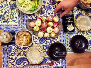テーブルの上に食べ物 - No.800458
