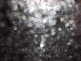 ガラス越しの水滴の写真・画像素材[924672]