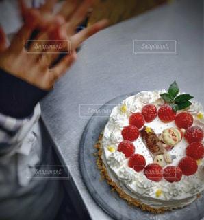 スイーツ,ケーキ,いちご,洋菓子,クリスマス,お菓子,雪だるま,サンタ,小学生,手作り,クリスマスケーキ,飾り,拍手,チャレンジ,Christmas,挑戦,Xmas,ケーキ作り,完成,クリスマスの思い出,出来上がり