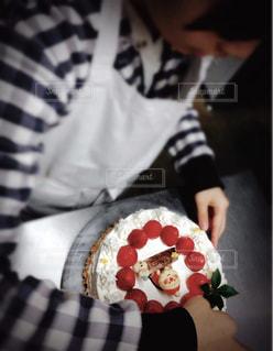 スイーツ,ケーキ,女の子,いちご,洋菓子,クリスマス,お菓子,雪だるま,小学生,手作り,デコレーション,クリスマスケーキ,飾り,チャレンジ,Christmas,挑戦,Xmas,ヒイラギ,ケーキ作り,完成,クリスマスの思い出,出来上がり