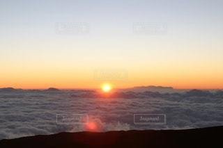 マウナケア山頂の夕陽の写真・画像素材[980330]