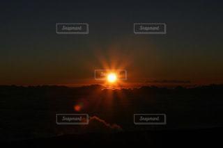 マウナケア山頂の夕暮れの写真・画像素材[980332]