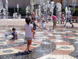子ども,夏,水,暑い,遊ぶ,噴水,夏休み,休日,テーマパーク,ディズニーシー,水遊び,東京ディズニーシー,お出かけ,暑さ対策,夏季休暇