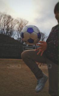 公園,芝生,サッカー,運動,休日,練習,リフレッシュ,早春,リフティング