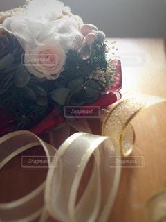 プリザーブドフラワーとリボンのリースの写真・画像素材[999058]
