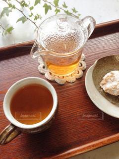 ほうじ茶とお菓子の写真・画像素材[1057858]
