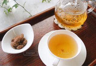 ほうじ茶とお菓子の写真・画像素材[1057882]