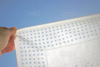 青空とハンカチの写真・画像素材[1097519]