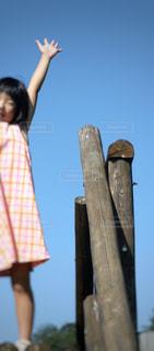 青空と少女の写真・画像素材[1138603]