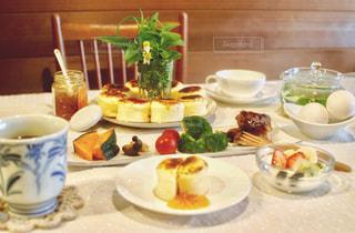 休日の朝の食事の写真・画像素材[1183334]