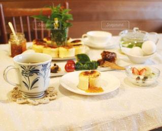 休日の朝の食事の写真・画像素材[1183387]