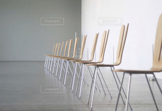 整然と並ぶ椅子の写真・画像素材[1222283]