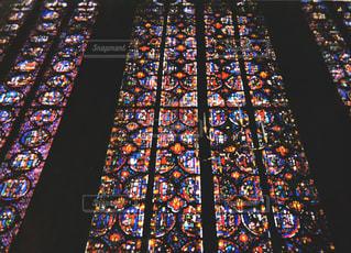 ノートルダム大聖堂のステンドグラスの写真・画像素材[1237122]