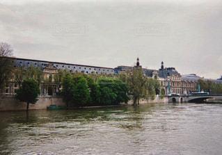 ルーブル美術館とセーヌ川の写真・画像素材[1238061]