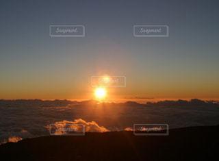 空,夕日,太陽,雲,夕暮れ,山,雲海,ハワイ,ハワイ島,マウナケア,グラデーション,フォトジェニック