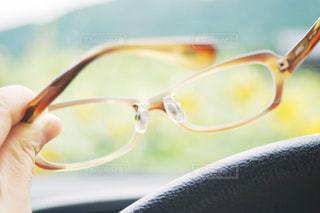 眼鏡を外すの写真・画像素材[1368377]