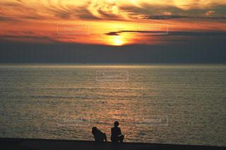 海に沈む夕日の写真・画像素材[1388482]