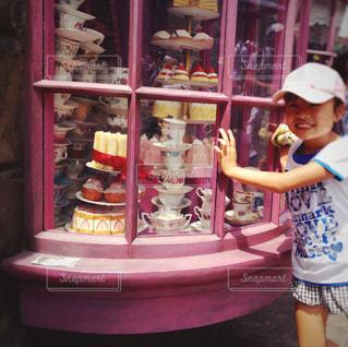 スイーツ,夏,ケーキ,ピンク,女の子,少女,ハート,人,旅行,お菓子,カップ,小学生,USJ,夏休み,ディスプレイ,♡,キャップ,桃色,pink,お出かけ,ショーウィンドウ,フェイク,ハニーデュークス