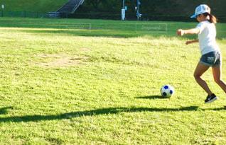 公園,秋,スポーツ,屋外,女の子,人物,ボール,人,サッカー,小学生,運動,石川県,スポーツの秋,パス,辰口丘陵公園