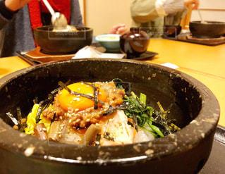 食べ物,屋内,野菜,レストラン,卵,肉,外食,夕食,熱々,晩ご飯,混ぜる,石焼ピビンバ