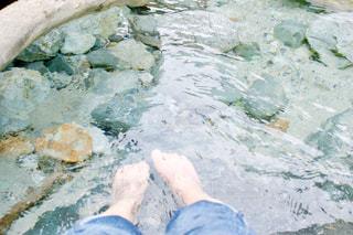 河原で足湯の写真・画像素材[1824662]