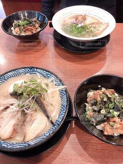 食べ物,食事,ディナー,テーブル,皿,肉,料理,複数,ボウル