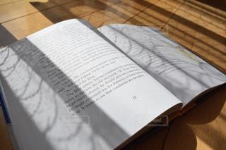 屋内,読書,床,木製,陰,日向ぼっこ,読書の秋