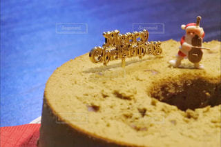 テーブルの上のケーキの一部の写真・画像素材[934925]