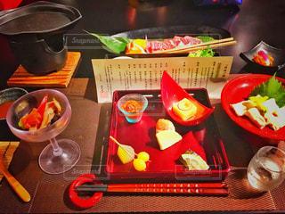 テーブルの上に食べ物のボウル - No.759500