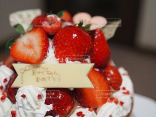 皿の上の果物とケーキのスライス - No.804908
