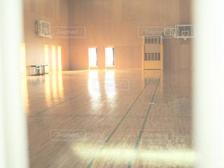 木製の床の部屋の写真・画像素材[990264]