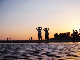 水の体に沈む夕日の写真・画像素材[1269005]