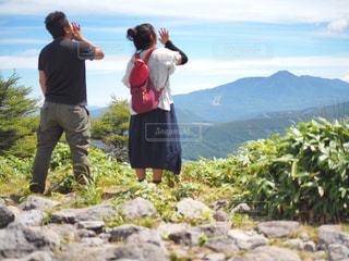 山の上に立っている人のグループの写真・画像素材[1404205]