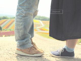 靴の前に立っている人の写真・画像素材[1587856]