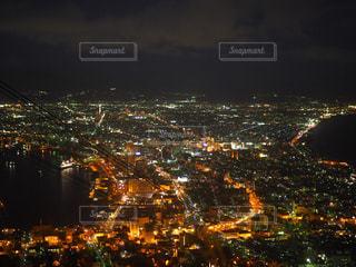 夜の街の眺めの写真・画像素材[2726556]