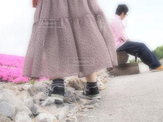 ピンクのドレスを着た女性の写真・画像素材[3259383]