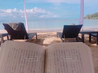 海,ビーチ,砂浜,読書,小説