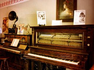 部屋にはピアノの写真・画像素材[803744]
