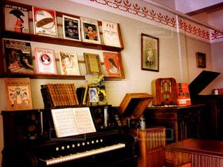 部屋にはピアノの写真・画像素材[803747]