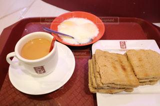 サンドイッチとコーヒーのカップとプレート - No.910730