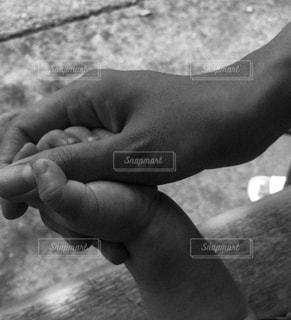 自然,屋外,親子,手繋ぎ,日中,手と手,ママと子供