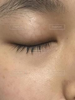近くに人の顔のアップの写真・画像素材[1766052]