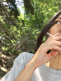 タバコ吸ってる女性 - No.716768